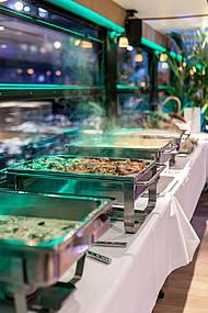 Ein Muss beim Buffet: Warme Gerichte - exquisit zubereitet vom Alvis to go Eventcatering