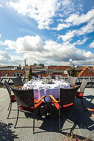 In Summer, Restaurant ALvis's cooking class is taking place on the Roof Terrace of Hotel Allegra