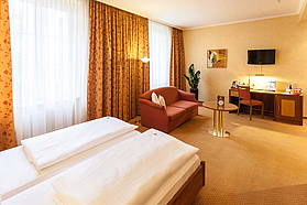 Spacious double room at Hotel Albrechtshof in Berlin-Mitte